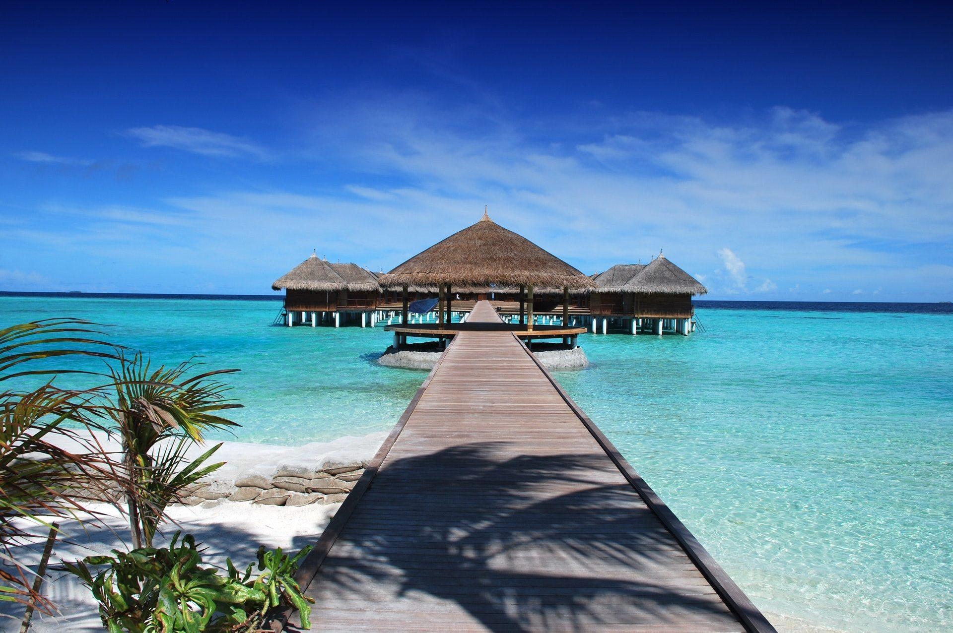 brown-hut-island-gazebo-38238